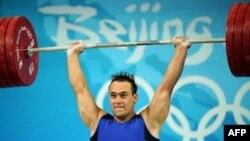 Қазақстандық ауыр атлет Илья Ильиннің Бейжің олимпиадасында алтын алған сәті. 17 тамыз 2008 жыл
