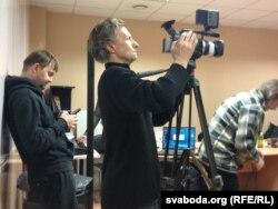 """Апэратар """"Белсату"""" З. Вайцэхоўскіс падчас працы, сакавік 2013"""