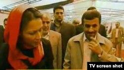 تصویر گزارشگر شبکه «ان بی سی» به همراه محمود احمدی نژاد