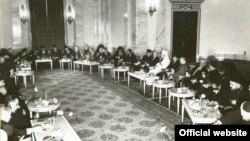 Intîlnire între președintele Ceaușescu și reprezentanții cultelor din România în 1968 (Fototeca online: ANIC)