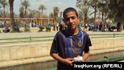 صبي يعمل في في احد شوارع بغداد