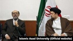 حسن خمینی (راست) در کنار حمید میرزاده، در دیداری با رئیس و کارکنان دانشگاه آزاد