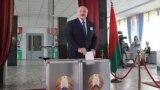 Александр Лукашенко ҳангоми ройдиҳӣ