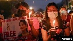 Акції тривають, попри жорстокі дії силовиків, які розганяють протестувальників, застосовуючи вогнепальну зброю, сльозогінний газ і гумові кулі