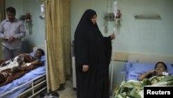 فتيان مصابون في تفجير يتلقون علاجاً في مستشفى ببغداد