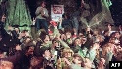 Прослава на Нова година и прослава на изборот на Хавел за претседател на Чехословачка на 31 декември 1989 година.