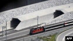 Pjesa veriore e hyrjes në bazën e tunelit të Gotthard