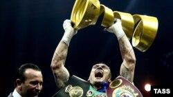 У ніч на 22 липня український боксер Олександр Усик став абсолютним чемпіоном світу у ваговій категорії до 90,7 кілограма