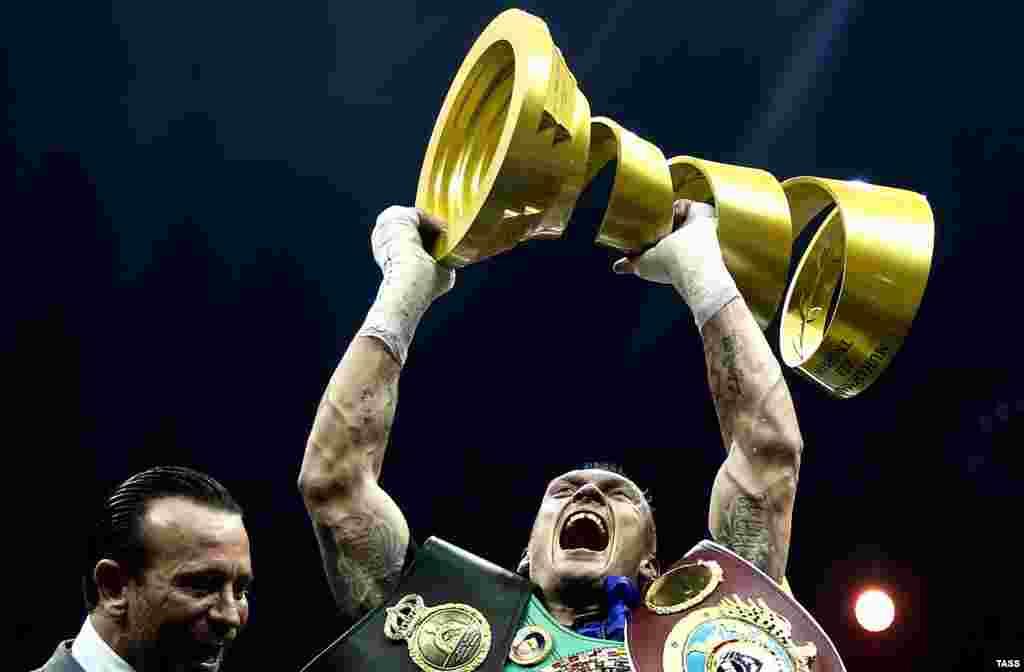 Український боксер Олександр Усик став абсолютним чемпіоном світу у ваговій категорії до 90,7 кілограма. Українець зберіг свої пояси чемпіона світу за версіями WBO та WBC, а також долучив до них пояси WBA Super й IBF (ними володів його суперник росіянин Мурат Гассієв) та пасок журналу The Ring, який зазвичай вручають звитяжцеві поєдинку двох найсильніших бійців вагової категорії. Крім того, Усик отримав Кубок Мохаммеда Алі