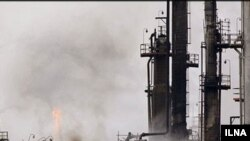 Нефтяной завод в Абадане после взрыва, 24 мая 2011