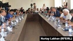 Участники заседания общественного совета города Алматы. 23 июля 2018 года.