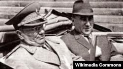 'Slučaj Rankovića (na fotografiji sa titom) je višeslojan, i on je višestruko uzdrmao Srbiju. Jedna od vidljivih posledica je bilo marginalizovanje rada na demokratskim reformama, kojima je i sam Ranković bio prepreka.'