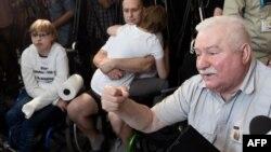 Лех Валенса на встрече с инвалидами в Сейме