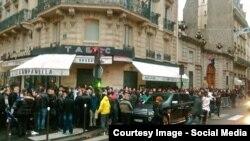Români așteptînd la coadă să voteze la Paris în 2014