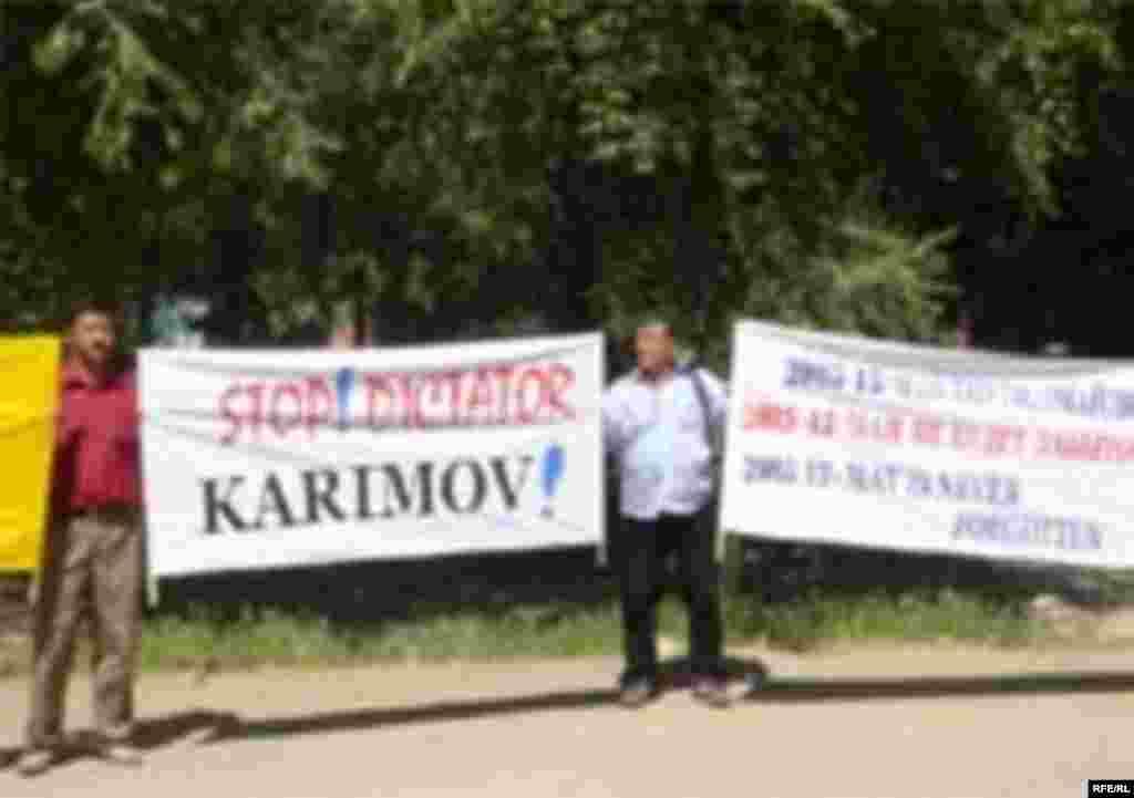 Демонстрація в сусідньому Киргизстані в першу річницю кривавої розправи в Андижані.