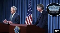 Чак Хејгел со неговиот британски колега Филип Хамонд во Пентагон