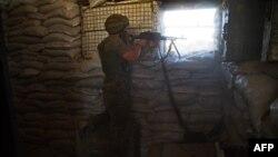 Український військовий на позиції в Опитному (архівне фото)