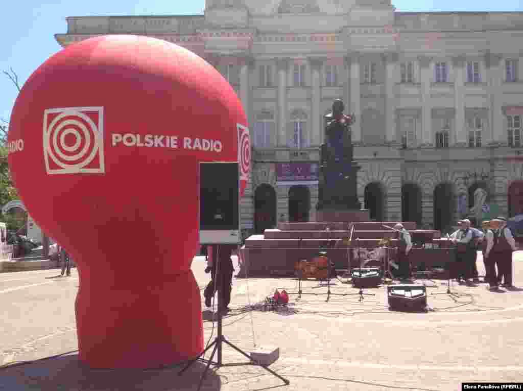 Концерт у памятника Копернику