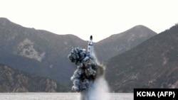 Солтүстік Кореяның теңізден зымыран ұшыру сәті (Көрнекі сурет).