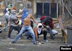 Столкновения в Каракасе, 22-23 февраля