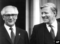دیدار رهبران دو آلمان در حاشیه نشست هلسینکی در ژوئیه ۱۹۷۵