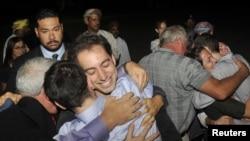 Освобожденных американцев встретили в Омане родные