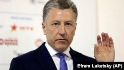 Курт Волкер закликав «пам'ятати, що Росія – агресор», хоча раніше не бачив проблеми у російських спостерігачах на виборах в Україні під контролем ОБСЄ