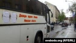 Аўтобус з заклеенымі ордэнамі Леніна ў Вільні