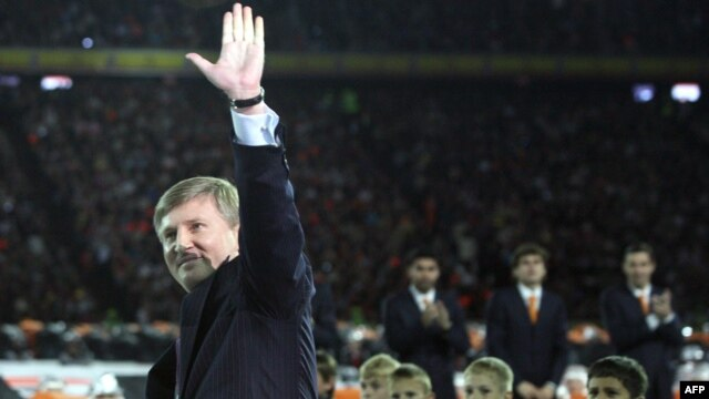 Rinat Akhmetov waves during celebrations to mark the 75th anniversary of his football club, FC Shakhtar, in Donetsk. (file photo)