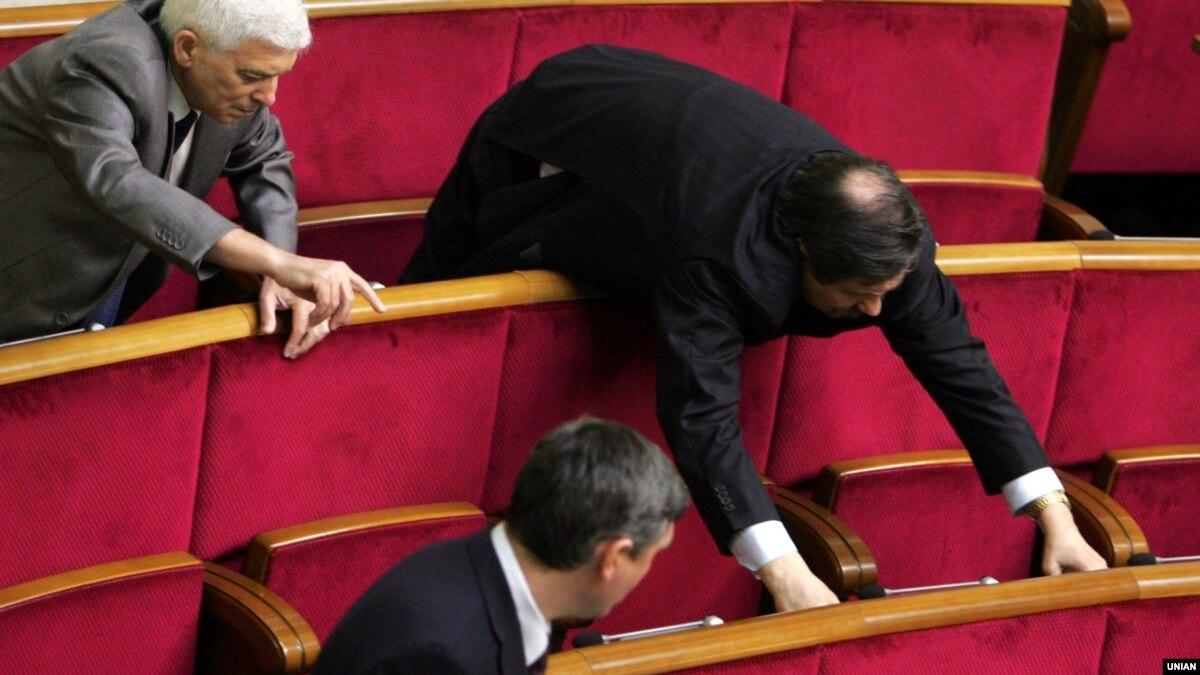 Депутаты поддержали себе наказание за прогулы Верховной Рады