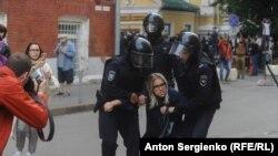 روسیه کې نیول شوې یو تن مظاهره کوونکې