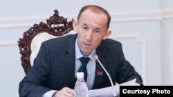 Депутат ЖК Абдывахап Нурбаев.
