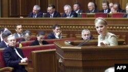 Юлія Тимошенко доповідає в Верховній Раді про грип