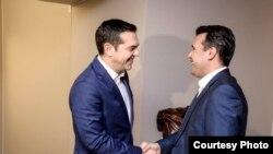 Архивска фотографија- Премиерите на Македонија и на Грција, Зоран Заев и Алексис Ципрас на првата средба во Давос, 24.01.2018