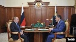 На этой неделе президент России дважды встретился с руководителем Ингушетии Юнус-Беком Евкуровым. 14 сентября Владимир Путин провел совещание в Магасе, а через два дня в Сочи прошла рабочая встреча с главами Чечни и Ингушетии