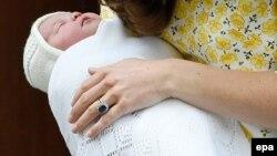 Princesha Charlotte pak pas lindjes...