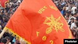 Դաշնակցության դրոշը կուսակցության հրավիրած հանրահավաքի ժամանակ, արխիվ