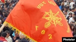 ՀՅ Դաշնակցության դրոշը Երևանում հանրահավաքի ժամանակ, արխիվ