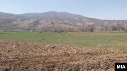 Необработено земјоделско земјиште. Илустрација.
