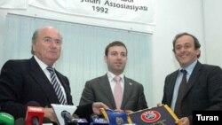 FİFA prezidenti Yozef Blatter, AFFA-nın baş katibi Elxan Məmmədov və UEFA-nın rəhbəri Mişel Platini