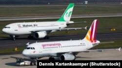 یک فروند هواپیمای ماهان در فرودگاه دوسلدورف/ ماهان از جمله شرکتهایی است که در مسیر تهران دوسلدورف پرواز دارد