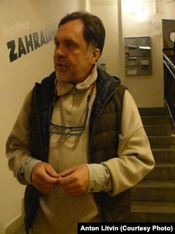 Ганс-Юрген Буркард на сваёй выставе ў Празе