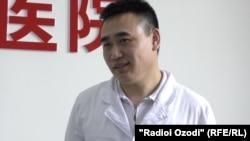 Ванг Тсзуо, шаҳрванди 48-солаи Чин.
