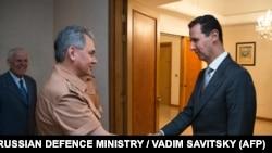 Міністр оборони Росії Сергій Шойгу (л) з президентом Сирії Башаром Асадом, архівне фото