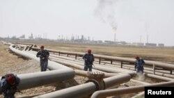 لولههای انتقال نفت به پالایشگاه شعیبه در استان بصره عراق در جنوب این کشور