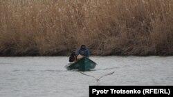Рыбаки в Атырауской области. 8 ноября 2017 года.