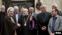 علی یونسی در دیدار از کلیسای ارامنه