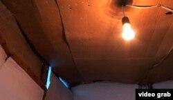 Hansı otağa baxsan, tavanına karton, sellofan örtüklər çəkiblər