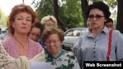 Активистка Галина Арзамасова (слева).