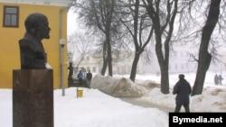 Помнік Леніну ў Наваградку, 2003 год